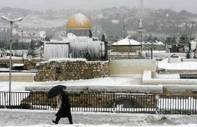 2-1-08-jewish-man-on-snowy-roof.jpg