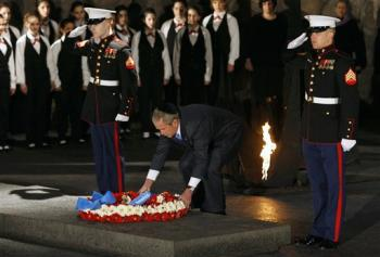 bush-lays-wreath-at-yad-vashem.jpg