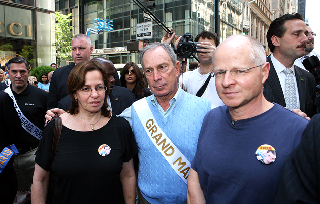 Mayor Michael Bloomberg, center, with Noam, right, and Aviva Shalit, parents of Israeli soldier Gilad Shalit