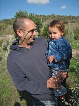 Shai Freund with his son. Photo: Yoav Devir