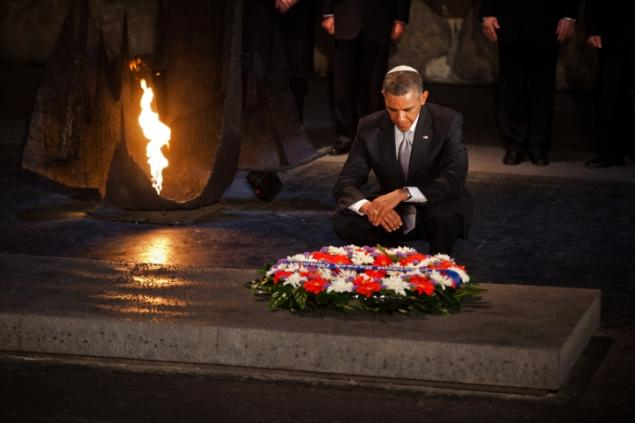 Obama in Hall of Remembrance