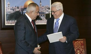 PA Prime Minister Fayyad submits his government's resignation to PA President Abbas, February 2011. Photo: REUTERS