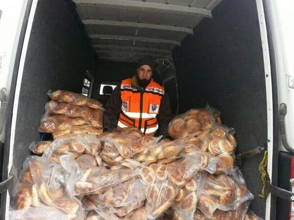 Photo of United Hatzolah volunteers now handing out free Challas for whoever didn't get any yet on Surei Yisroel St
