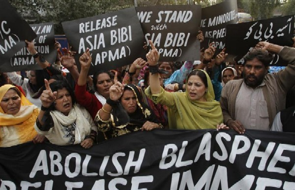 Protesters demand release of Asia Bibi, in Lahore, Pakistan, November 21, 2010.